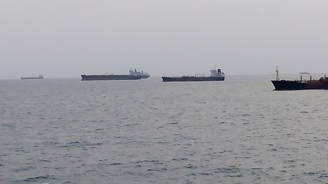 Falling of Crude oil price & it impacts to oil and gas industry, shipping industries
