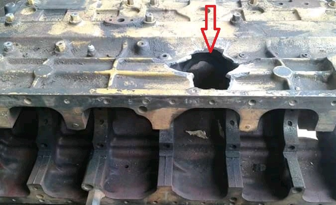 Cause of an engine crankcase and piston Explosion